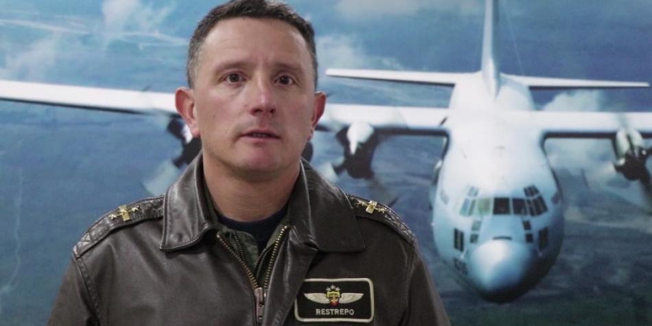 Este es el piloto que recogerá en China a los colombianos